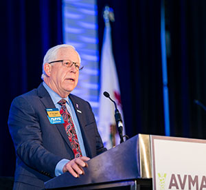 AVMA President Dr. Tom Meyer welcomes AVMA members to the 2017 AVMA House of Delegates Regular Winter Session.